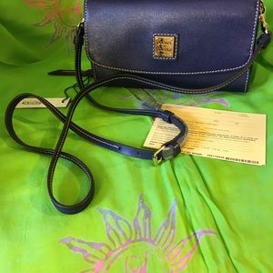 DOONEY AND BOURKE SAFFIANO CLUTCH WALLET IN MARINE